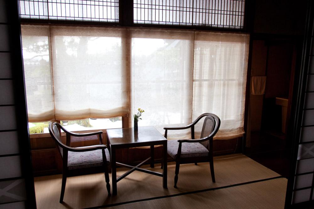 松井機業が開発した「しけシルクシェード」。強い日差しも落ち着かせてくれます