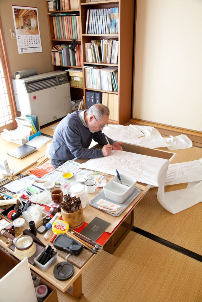 Kunichika's father Yasuji was commended with the Ishikawa Prefecture Cultural Service Award, making him one of the foremost Kaga-Yuzen artists in Kanazawa.