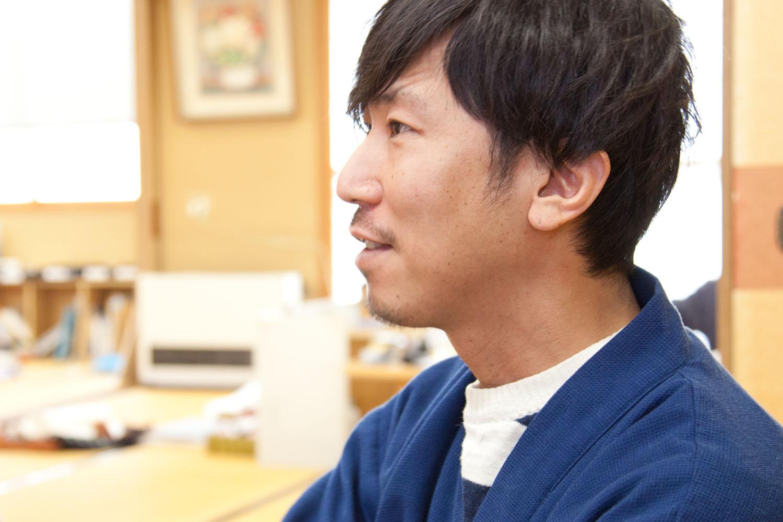 「匠の道」北陸特集の第1回に登場した陶芸作家の飯田倫久さん。今回のコラボ<a href=